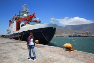 03 Kapstadt Polarstern vor Tafelberg